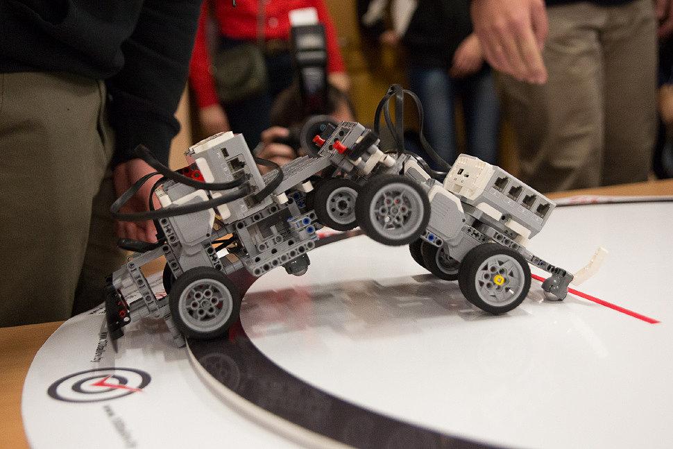 Как сделать движущегося робота 418